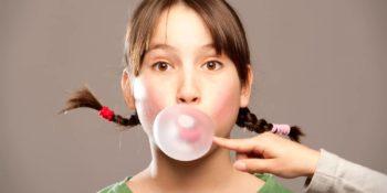 experts say children under 10 should chew gum