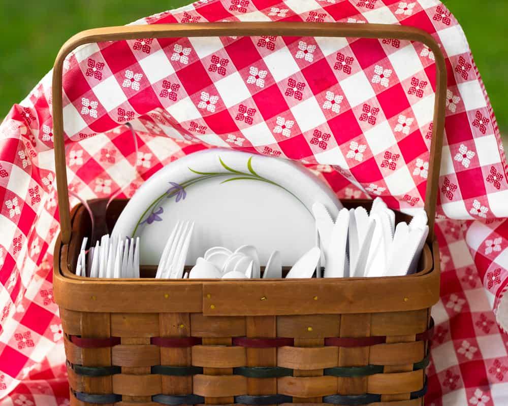 dangerous disposable paper plates with PFAS chemicals