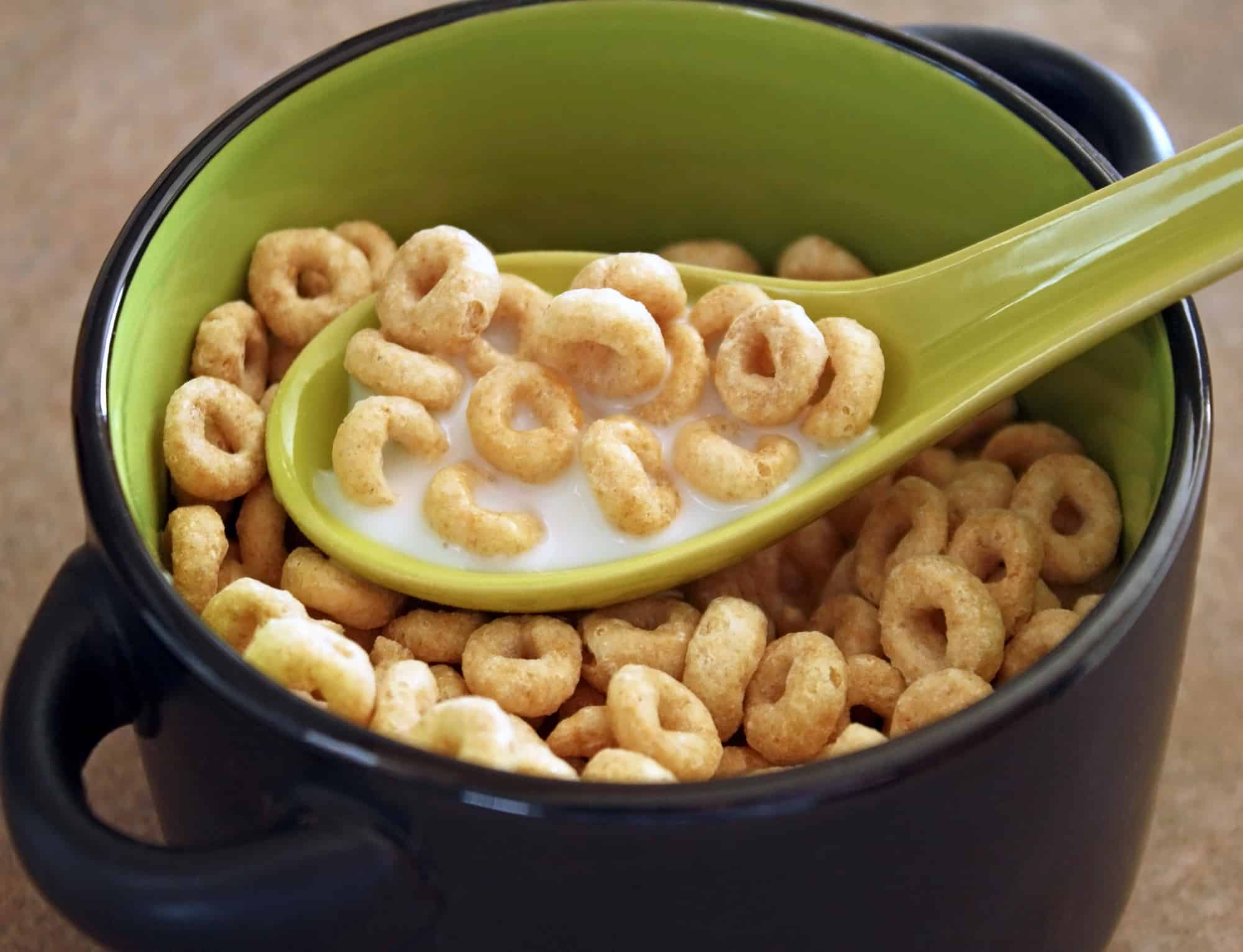 Cheerios with glyphosate in a green bowl