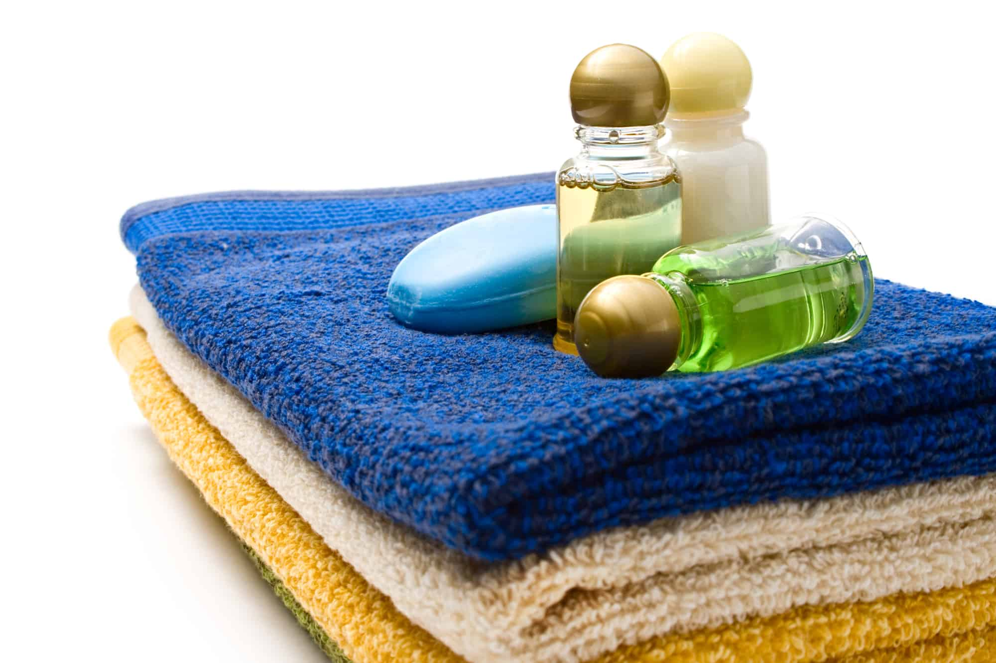 Towels and single-use plastic shampoo bottles