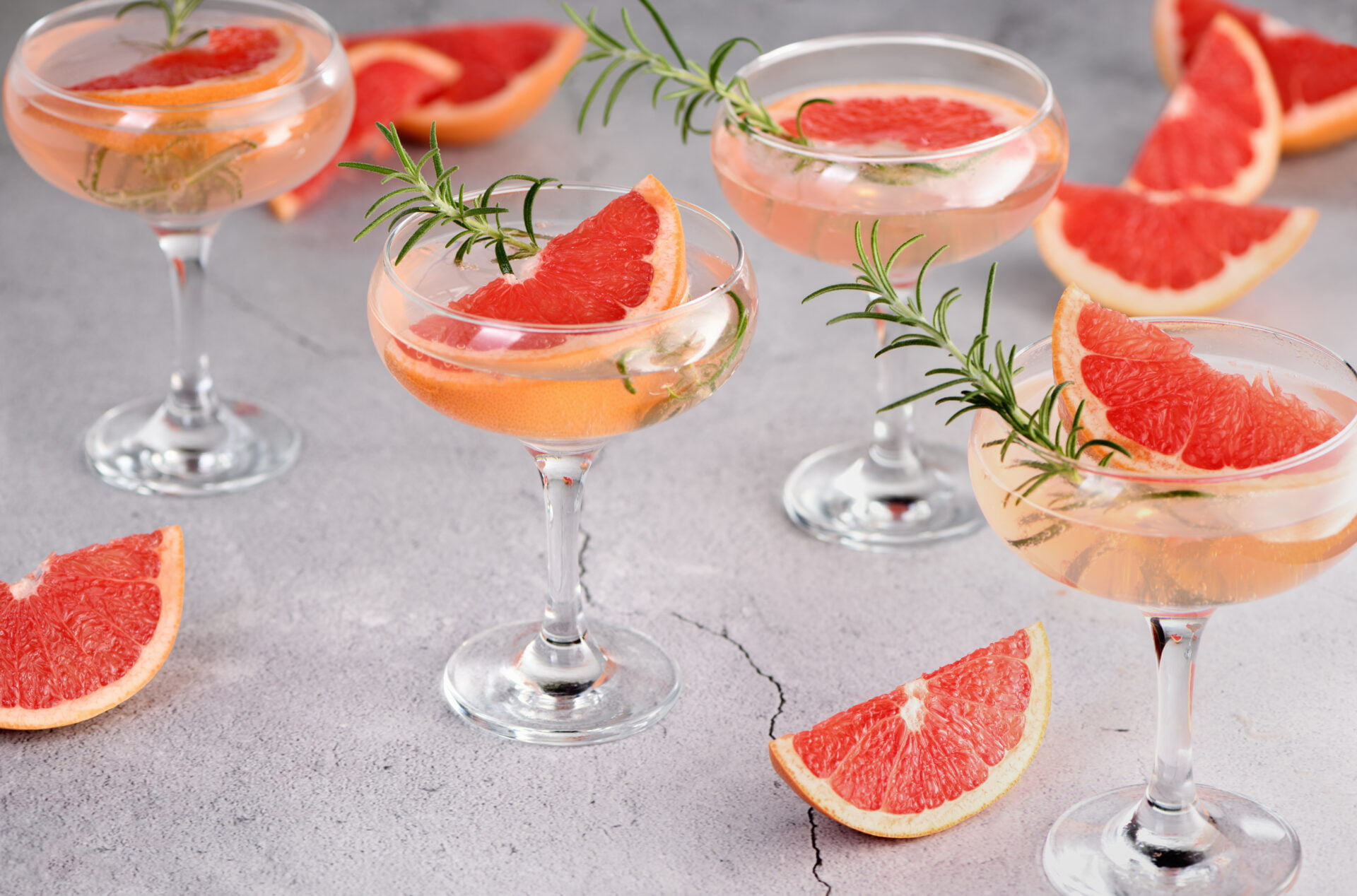 Goblet of sparkling wine with a slice of grapefruit